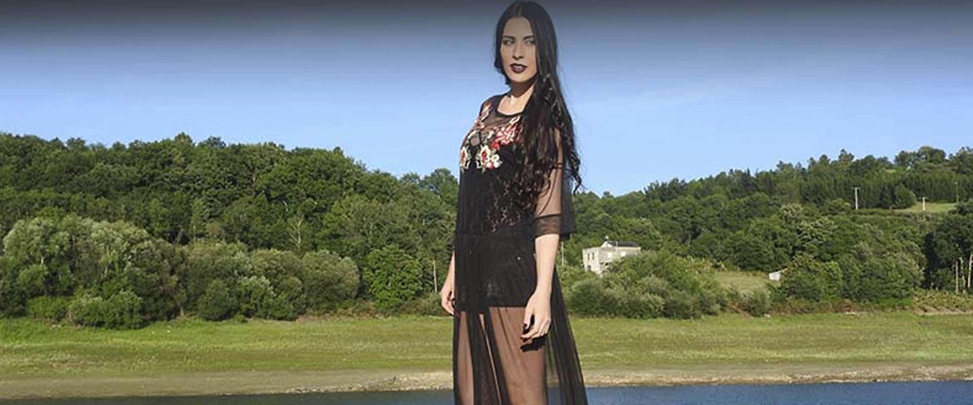 portada vestido transparente