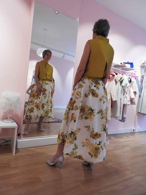Conjunto falda y top amarillo y estampado 1